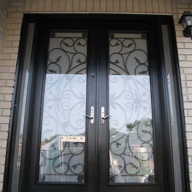 8-Foot-Fiberglass Doors, Milan-Design-Exterior Door-with-Multi-Point-Locks-and-2-Slim-Side-Lights-Installed- by Fiberglass Doors Toronto in-Oshawa